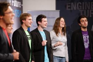 """Die A-Cappella Band """"5 ohne Namen"""" bei der Landesbestenehrung der IHK bei MAN in Augsburg."""